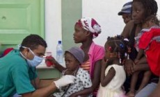 cuban-doctors-examine-cholera-patients-at-the-hospital-of-the-ester2