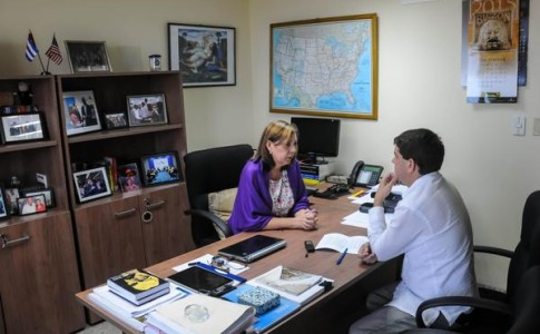 Josefina Vidal Ferreiro, directora general de Estados Unidos del Ministerio de Relaciones Exteriores de Cuba, en entrevista exclusiva  a la  Agencia Cubana de Noticias (ACN), en La Habana.   ACN  FOTO/Abel  Padrón Padilla/sdl