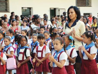 Primer día del curso escolar 2012 en la escuela primaria Nguyen Van Troy, en el Cerro.                       Foto: JUVENAL BALAN NEYRA  03/09/2012 Educ2766