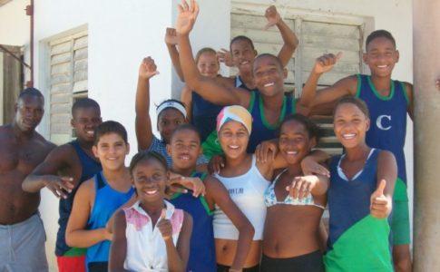 Ils sont heureux, vous ne trouvez pas? Coco Beach est à proximité de Santa Lucia à Cuba, là où sont les hôtels pour touristes. http://www.visoterra.com