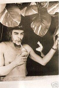 200px-Che_Guevara_-_tomando_mate_en_Cuba